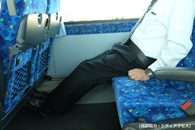 中型バスは足元ひろびろ