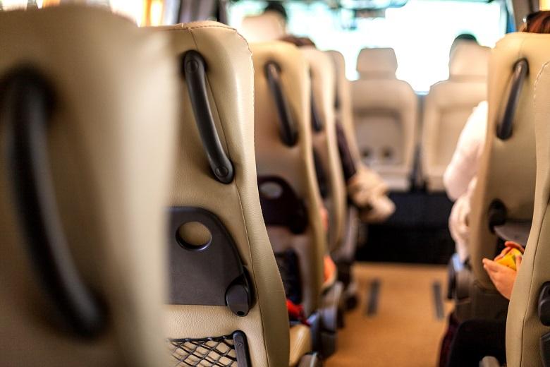 人数が多い時は貸切バスが便利