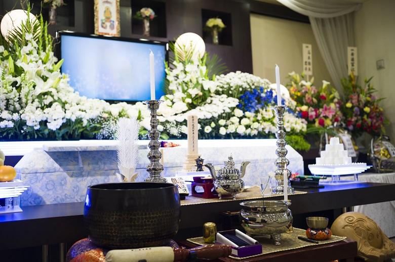 葬儀の祭壇・お花などの費用