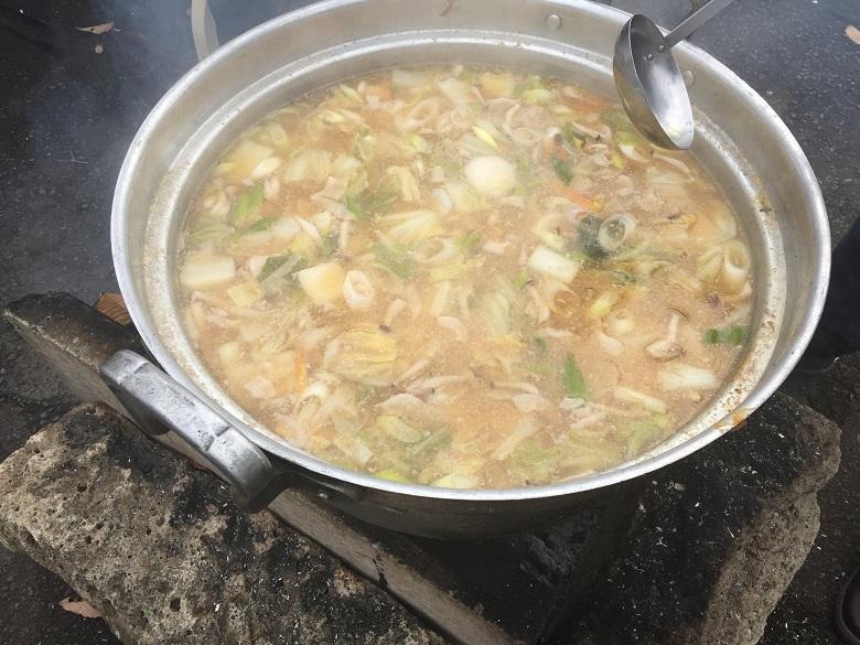 芋煮用のカマドが用意されている宮城県