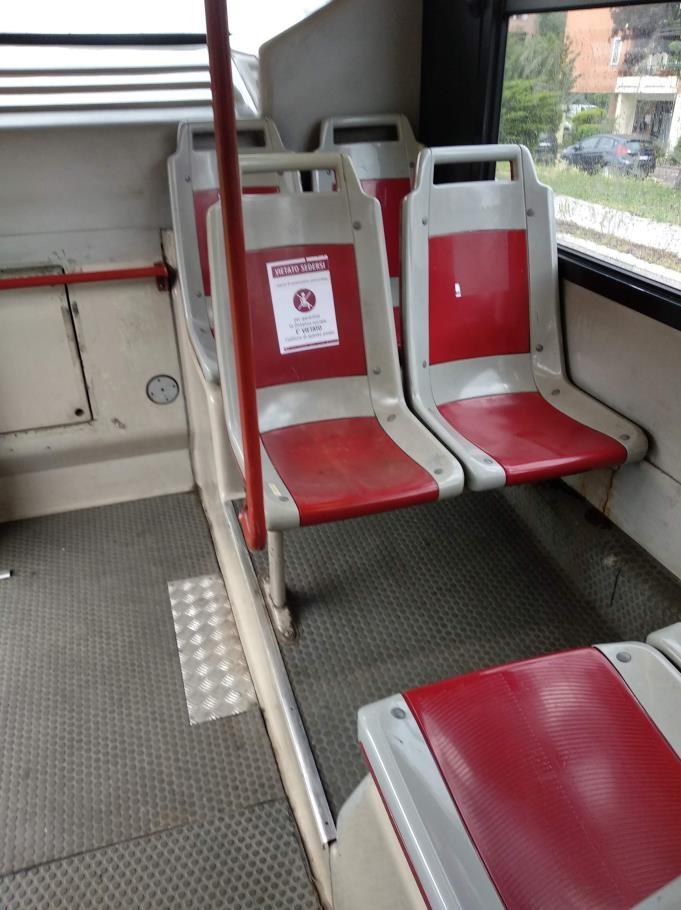 使用禁止の張り紙がされている座席