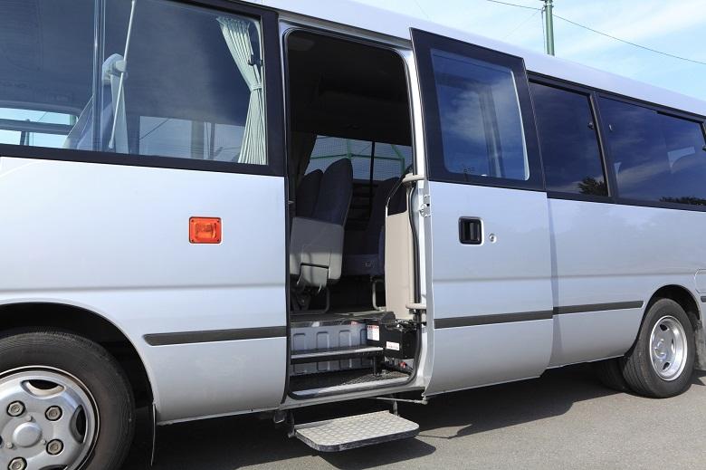 バーベキュー場までの送迎は貸切バスで!