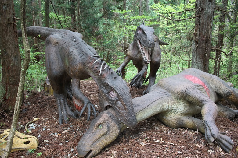 かつやま恐竜の森