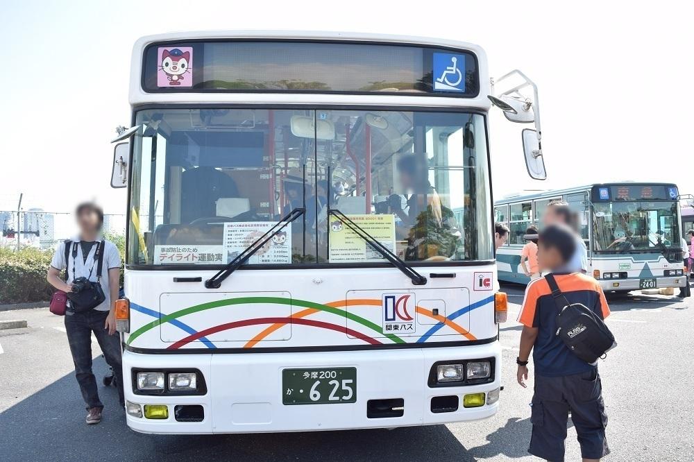 関東バスのラッピング