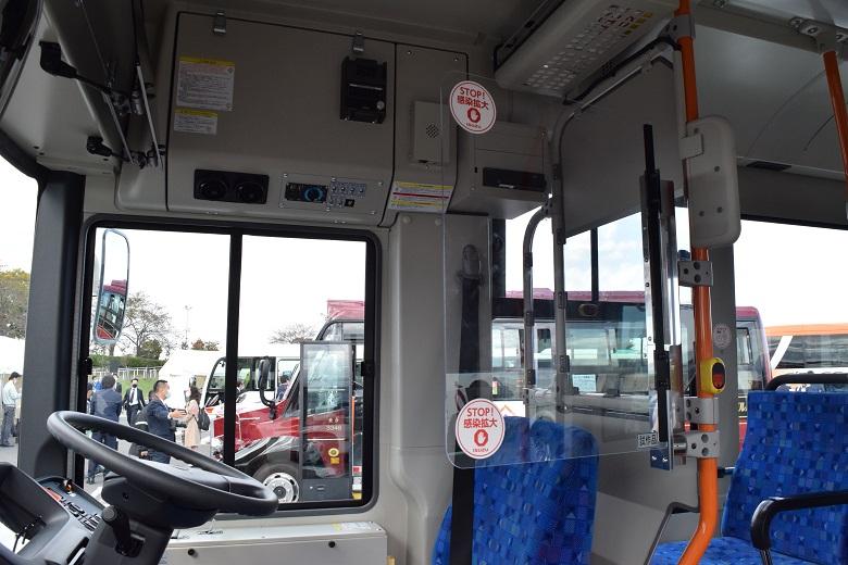 飛沫防止板設置した運転席