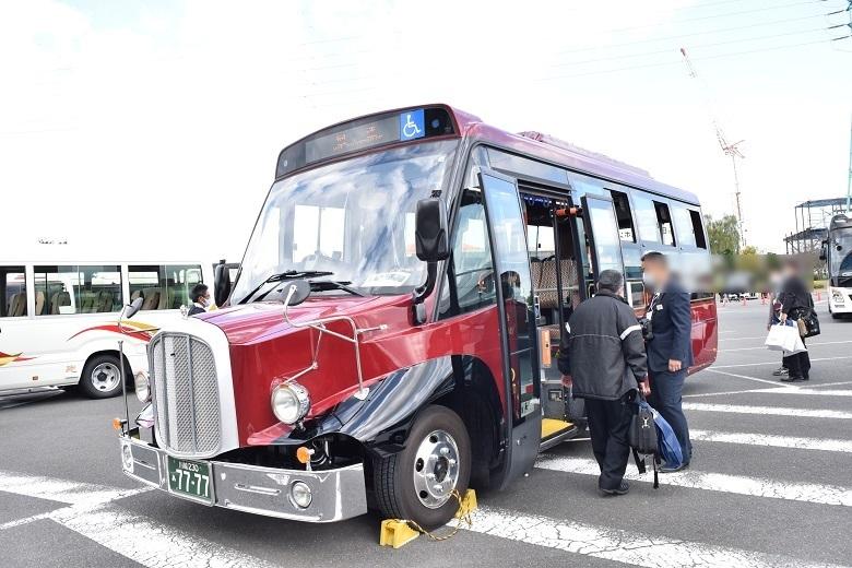 イーグルバスのボンネット型電気バス