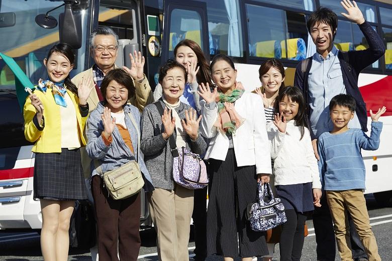 バスをレンタルして楽しい旅行を!