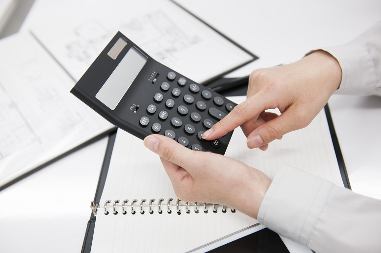 貸切バス料金の考え方と計算方法