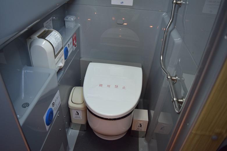 トイレ付バス(バステクフォーラム2016より)