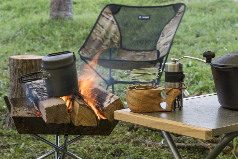 キャンプでたき火