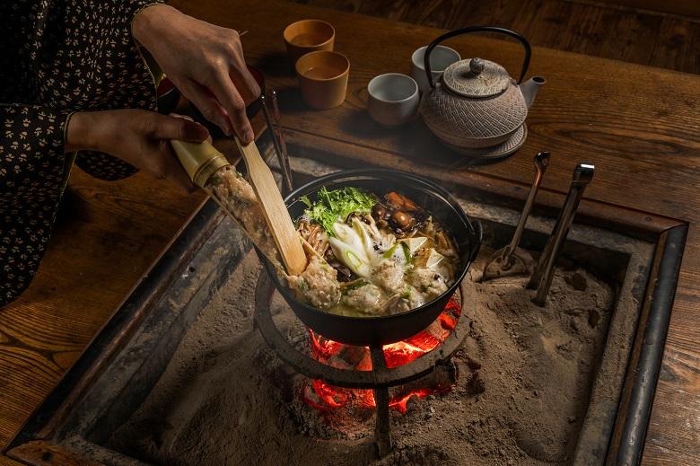 囲炉裏端で楽しくお料理&ランチ体験